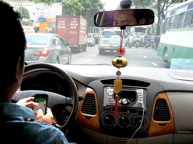 Xe Uber, Grab phải có hộp đèn, biển số vàng?