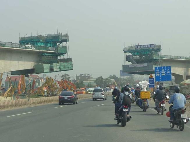 Vì sao xa lộ Hà Nội tiếp tục 'trễ hẹn'?