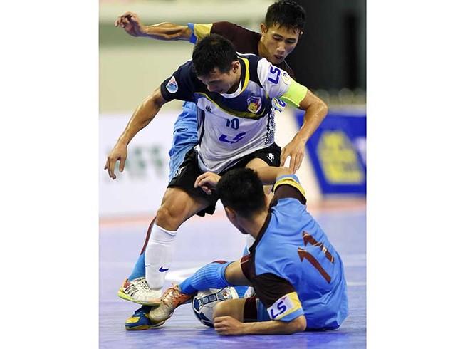 Bầu Tú chơi futsal như bầu Hiển ở V-League