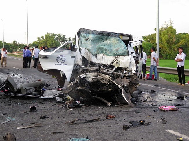 Tai nạn làm 13 người tử nạn: Nghi tài xế ngủ gật
