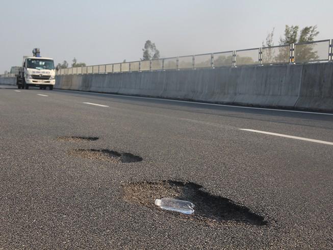 Dừng thu phí cao tốc 35.000 tỉ để sửa chữa