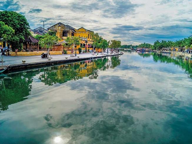 Sông Hoài đang thở bên bờ Hội An