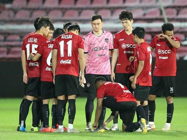 Muangthong sụp đổ, bóng đá Thái Lan đổ theo?