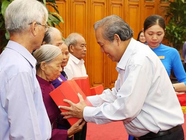 Phó Thủ tướng tiếp những người có công tỉnh Thừa Thiên-Huế