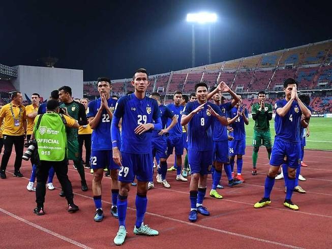 Bóng đá Thái Lan như rắn mất đầu