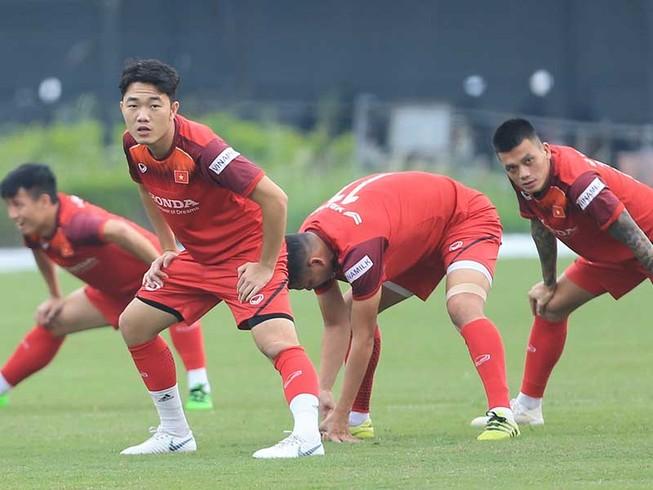Bóng đá Việt Nam phải nỗ lực mới gặp may!