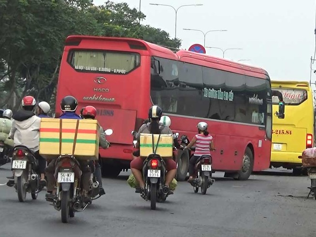Xe khách đường dài tung hoành trên quốc lộ 1A