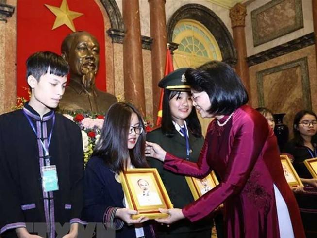 Tuyên dương học sinh, thanh niên dân tộc thiểu số xuất sắc