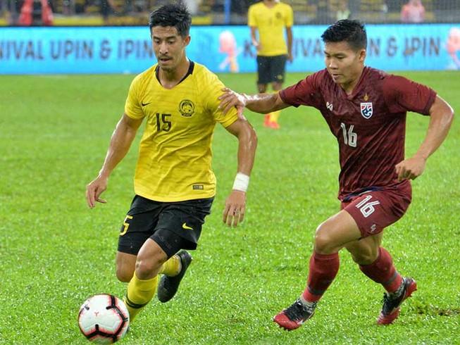 Thua ngược Malaysia 1-2, Thái Lan bị Việt Nam lấy ngôi đầu
