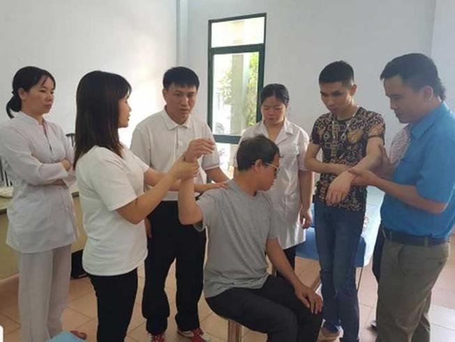 Lớp đào tạo y sĩ YHCT đầu tiên dành cho người khiếm thị