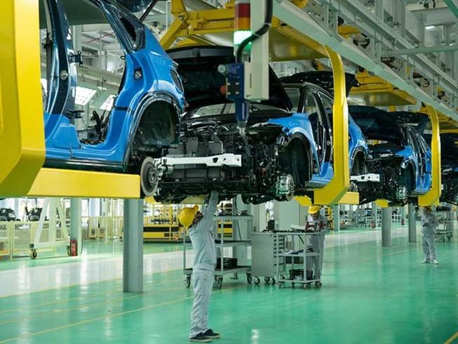 Tại sao giá xe sản xuất ở Việt Nam cao hơn các nước?