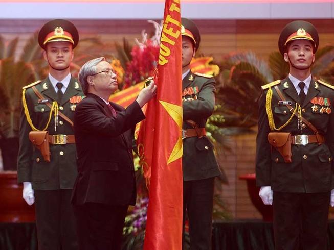 Tổng cục Chính trị nhận huân chương Bảo vệ Tổ quốc hạng Nhất