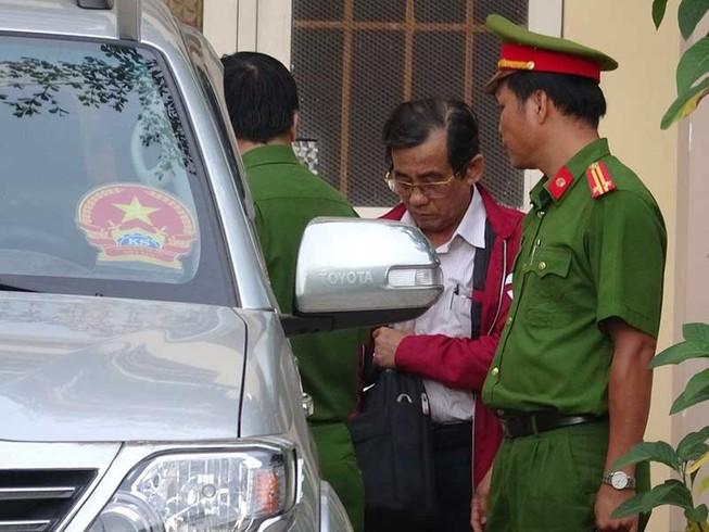 Khởi tố cựu chủ tịch TP Phan Thiết và năm người khác