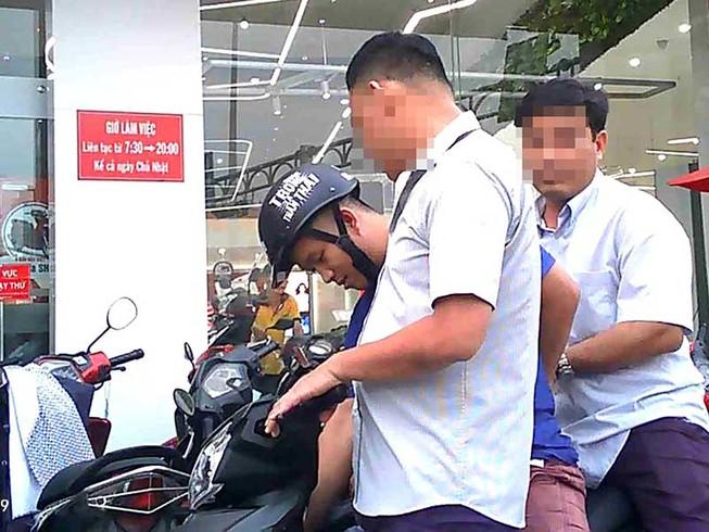 Vụ đưa xe về phường để mặc cả: Có dấu hiệu tội phạm