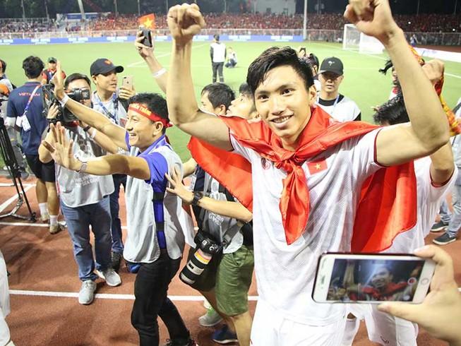 'Thuê' Văn Hậu về đá vòng chung kết U-23 được không?