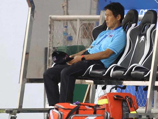 HLV Nishino trước sức ép đòi lại ngôi số một Đông Nam Á