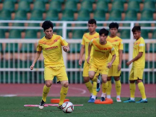 Đình Trọng ra sân trong trận U-23 VN thua U-23 Bahrain 1-2