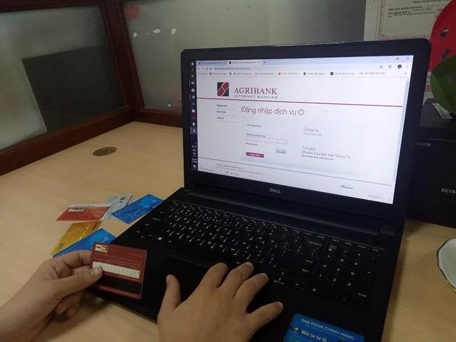 Không được dùng thẻ tín dụng để chuyển khoản