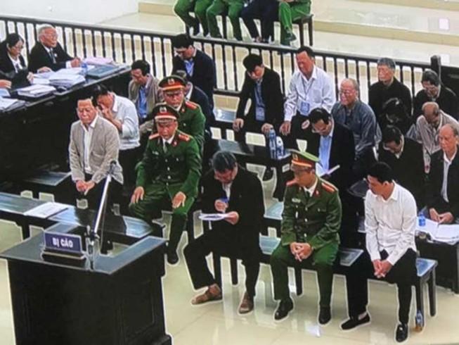 Cựu phó Văn phòng UBND TP Đà Nẵng khóc tại tòa