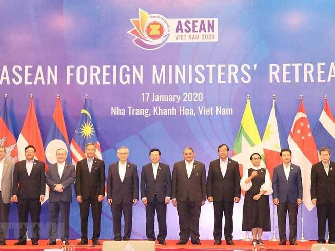 Bộ trưởng các nước trao đổi về tình hình biển Đông