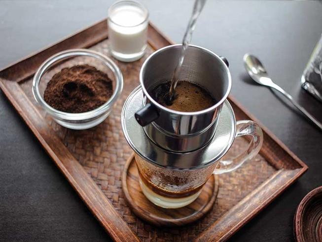 Cà phê mấy nhịp đòng đưa