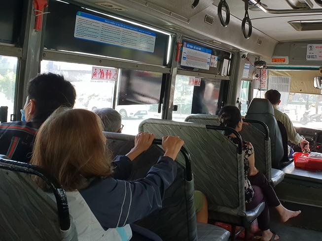 Xe buýt, taxi, xe công nghệ đìu hiu vì Corona