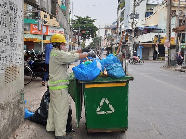 Tìm phương án giải quyết lượng rác 'khủng' ở TP.HCM