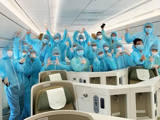 Trải lòng của tiếp viên hàng không nhiễm COVID-19