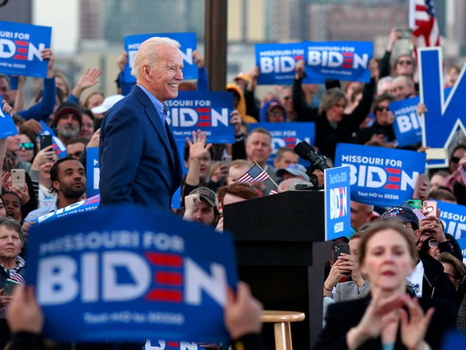 Ông Biden vượt mặt ông Trump, đảng Dân chủ vẫn lo