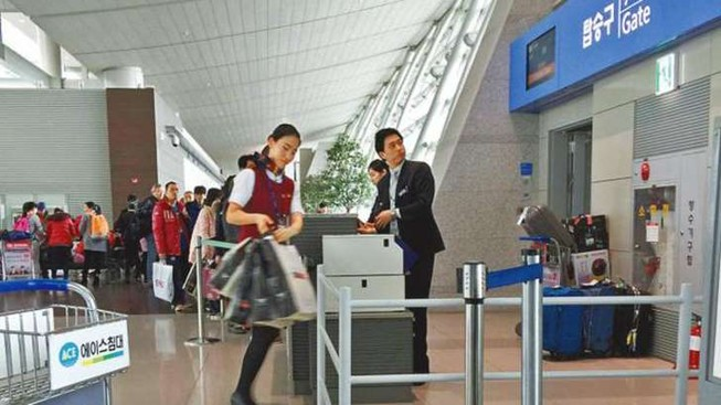 Hoãn chuyến bay vì tiếp viên mải lo… shopping
