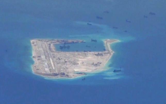 Tàu chiến Mỹ áp sát đảo nhân tạo Đá Chữ thập ở biển Đông