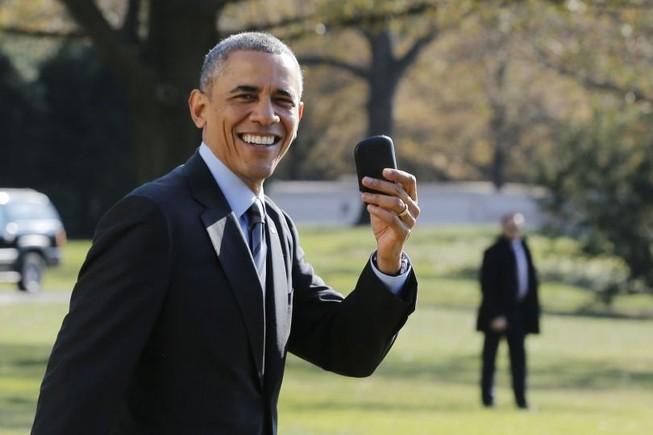 Soi chiếc điện thoại 'bất khả xâm phạm' của ông Obama