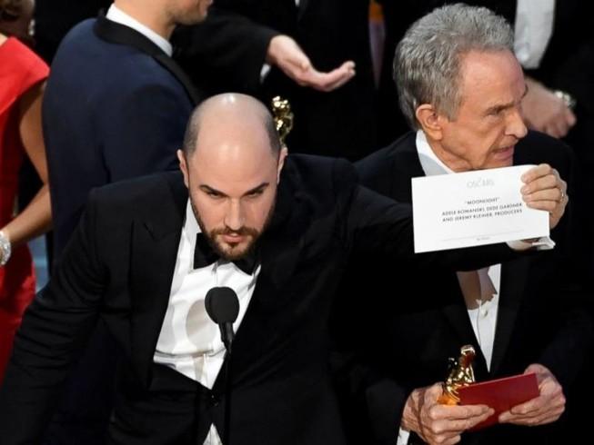 Vì sao xảy ra nhầm lẫn tai hại trao nhầm giải Oscar?