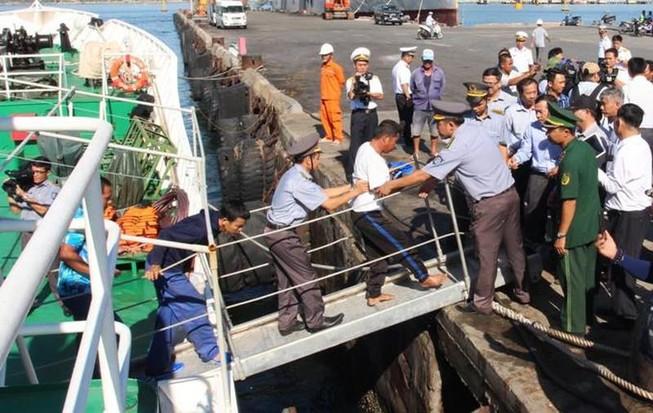 41 ngư dân tàu bị chìm ở Trường Sa đang về nhà