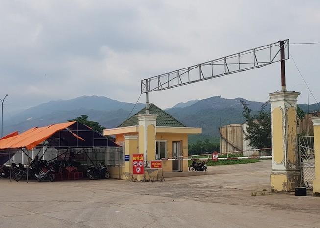 Dân dựng lều chặn xe ra vào trước nhà máy cồn Đại Tân