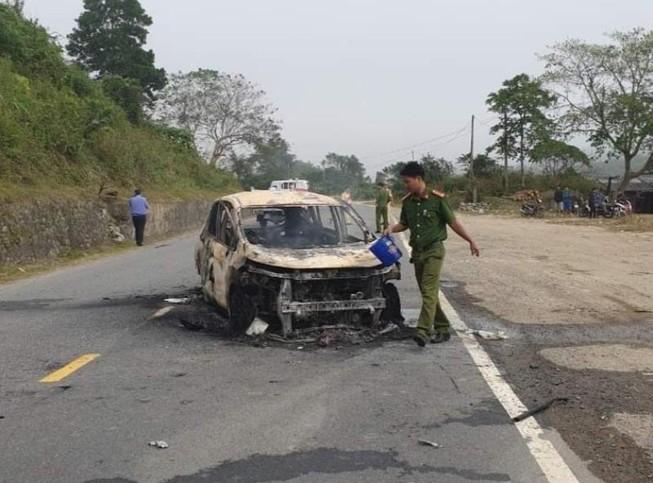 Kinh hãi: Ô tô cháy nổ dữ dội, hai người chết thảm