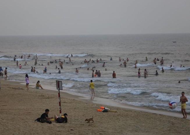 Quảng Nam cho phép tắm biển trở lại