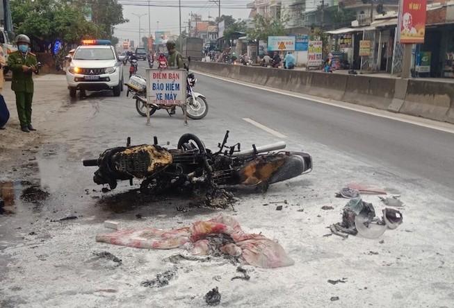 2 xe máy bốc cháy làm 2 người bị bỏng nặng