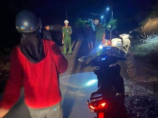 1 phụ nữ bị cướp đâm trọng thương khi chạy xe máy trong đêm