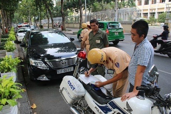 Dừng đỗ xe thế nào để không bị CSGT xử phạt?