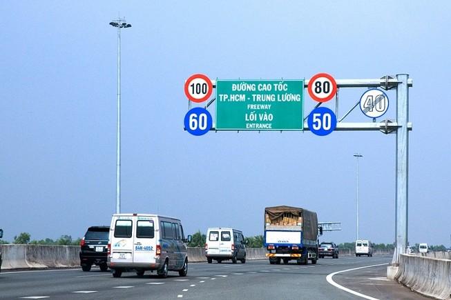 Những loại xe nào được chạy trên đường cao tốc?