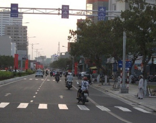 Mức xử phạt mới khi xe máy đi sai làn đường