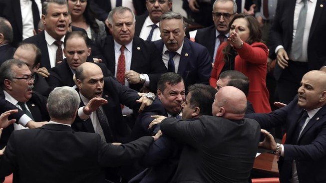 Nghị sĩ Thổ Nhĩ Kỳ 'choảng' nhau liên quan chiến sự Idlib