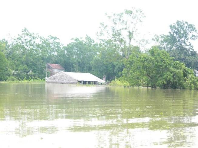 2.700 nhà dân Hà Nội vẫn ngập chìm trong lũ