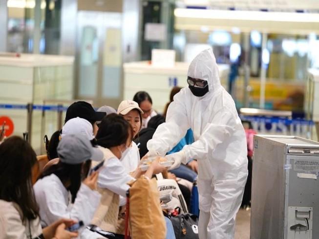 Cách ly 1.280 khách từ vùng dịch nhập cảnh vào Việt Nam