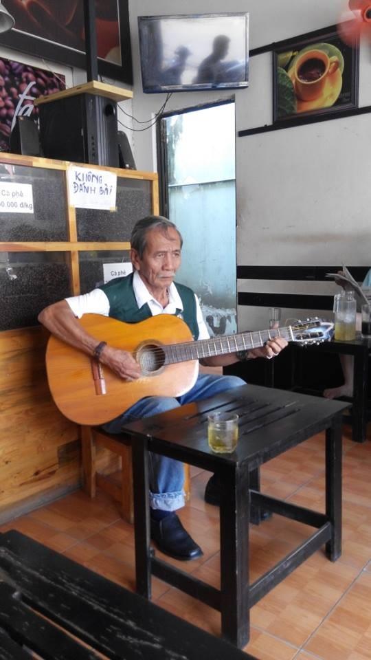 Nghệ sĩ vô danh trong quán cafe 12.000 đồng