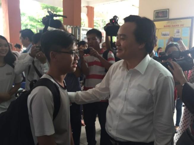 Bộ trưởng Phùng Xuân Nhạ thị sát công tác chuẩn bị thi