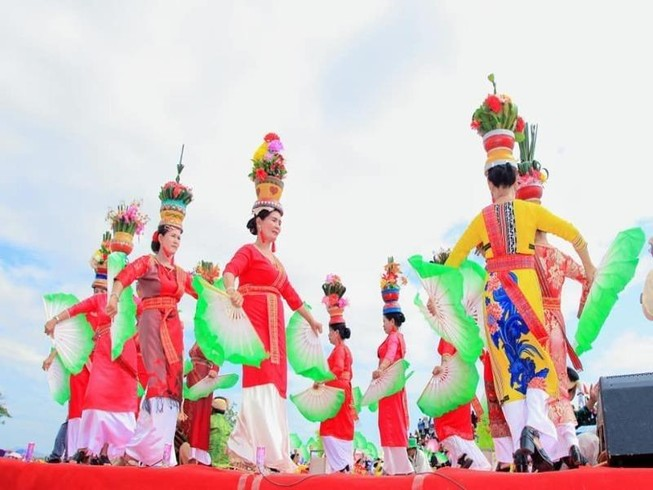 Tưng bừng lễ hội Katê 2019
