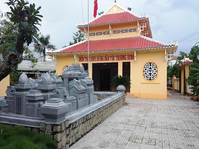 Lăng mộ và đền thờ Trương Định ở Thị xã Gò Công. Ảnh: Lê Văn