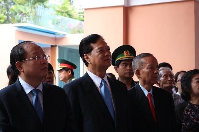 Lãnh đạo TP.HCM dâng hương lên Chủ tịch Hồ Chí Minh